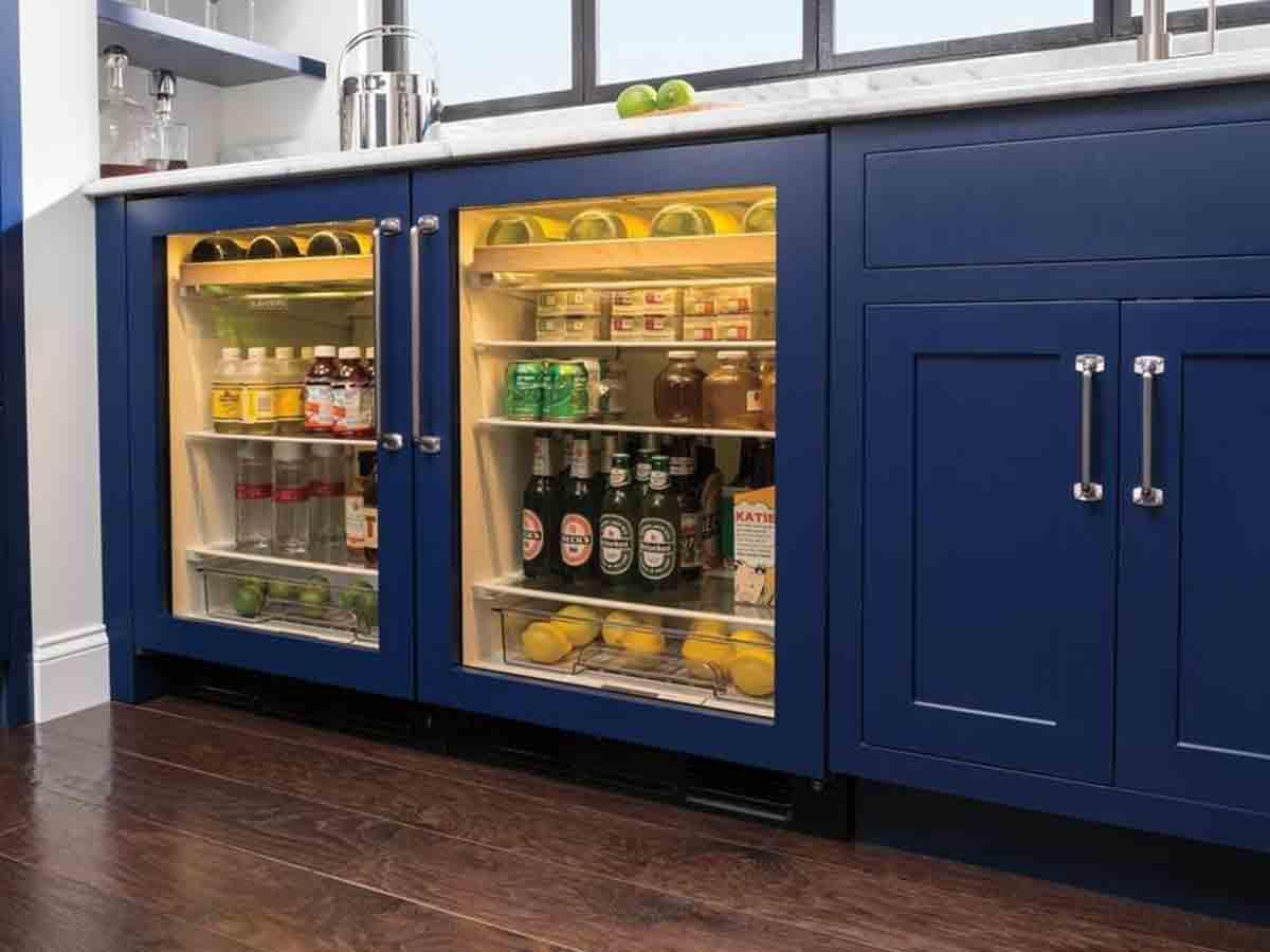 Centro de bebidas bajo cubierta DEU2450BG de 24'' panelable